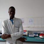 LAMP法の検査機器 西アフリカ・セネガルのダカール・パスツール研究所のアブー・ジョップさん